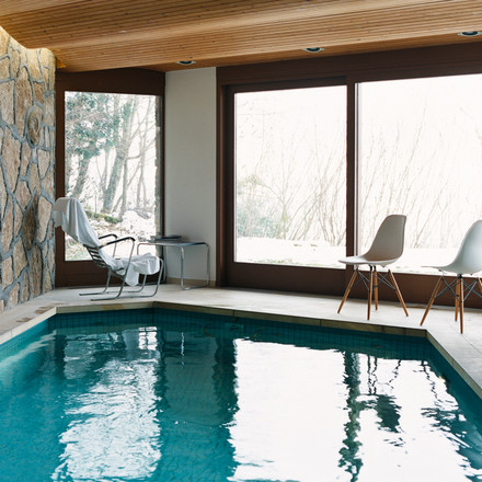 Vitra - Eames Plastic Side Chair DSW, am Pool