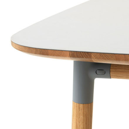 Form Table von Normann Copenhagen aus Eiche in Grau