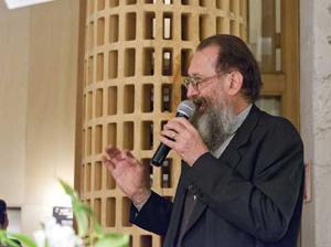De Lucchi bei der Eröffnung der Mailänder Möbelmesse